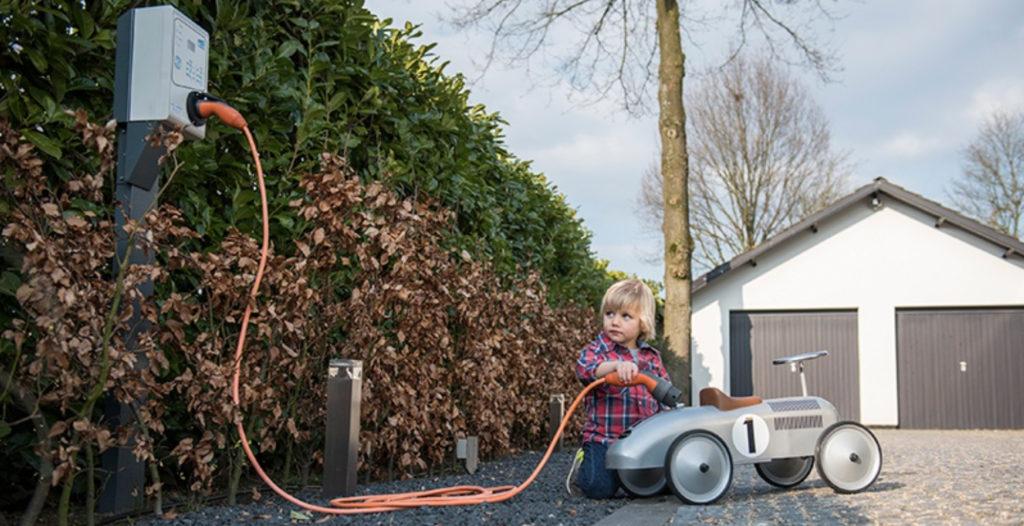 Hoe snel laadt een elektrische auto op